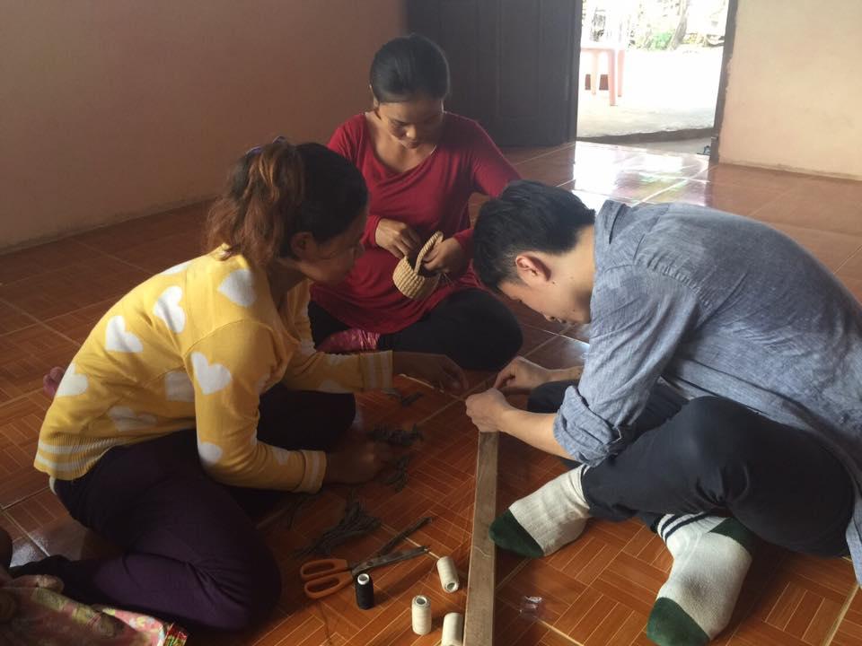 第1回カンボジアスタディツアー 2日目②<br>水草製品作り体験